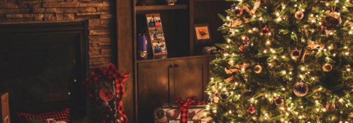 celebration-christmas-christmas-decoration-1708601-696×464